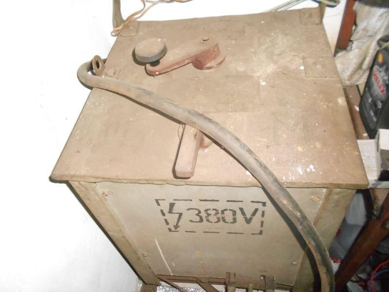 Продам електрозварювальний апарат 380вт 2000грн 0661633880.